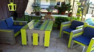 Table en palette-bois-en-couleur